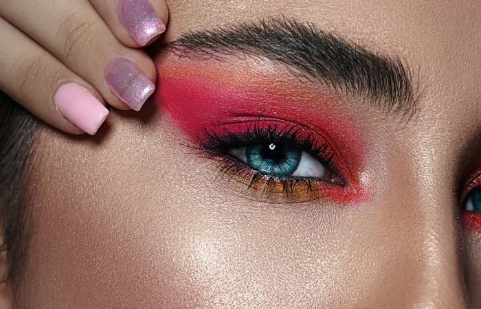 contact-lenses-makeup